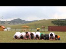 Монгол залуу 8 хүн дээгүүр бүтэн эргэж харайж байна. Гайхалтай.