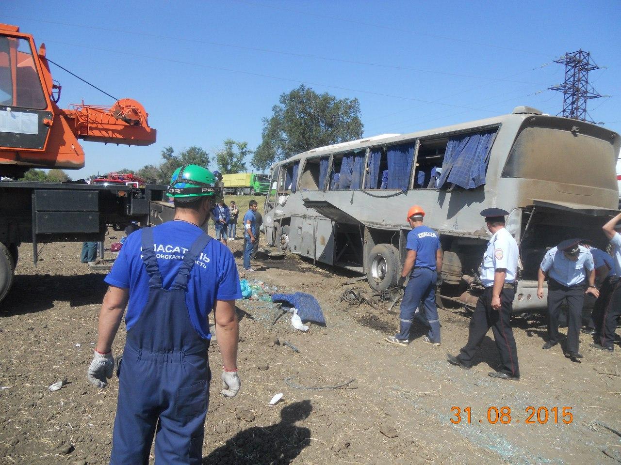 В Ростовской области перевернулся пассажирский автобус, 12 пострадавших