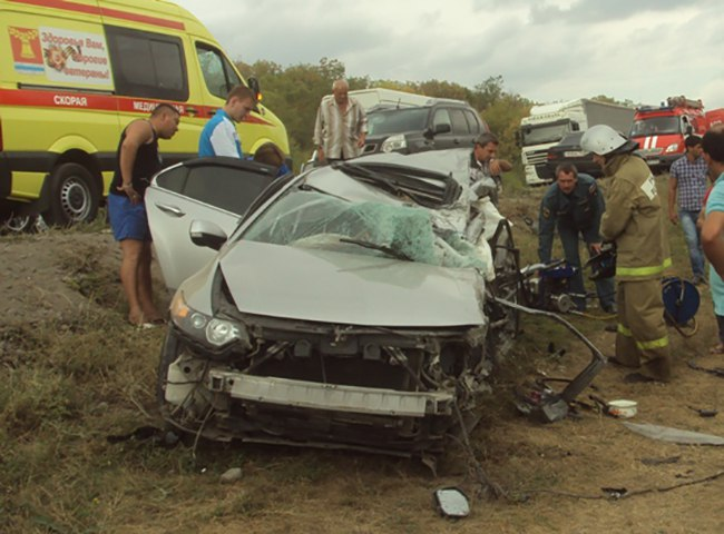 21-летняя таганроженка погибла в серьезном ДТП на донской трассе с участием «Хонды» и «КамАЗа»