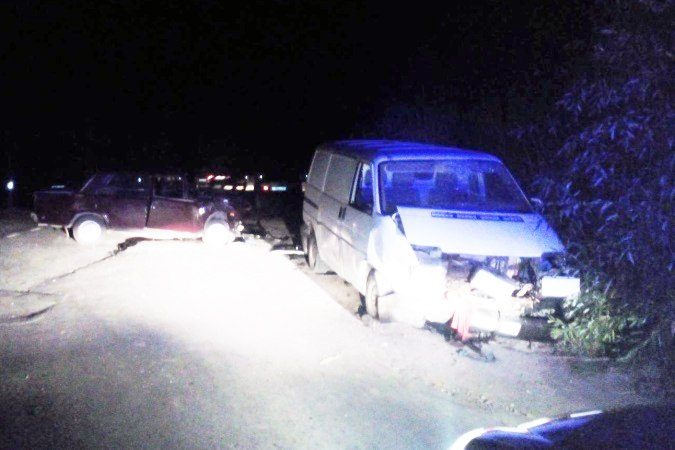 Под Таганрогом в столкновении Volkswagen и «ВАЗ-2106» пострадали четыре человека