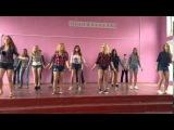 Красивые девчонки танцуют танец локтями Удивительно прикольный танец локтей