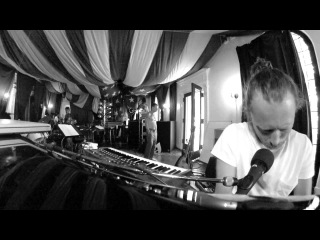 Thom Yorke – Rabbit in Your Headlights (Atoms For Peace Rehearsal, 2013)