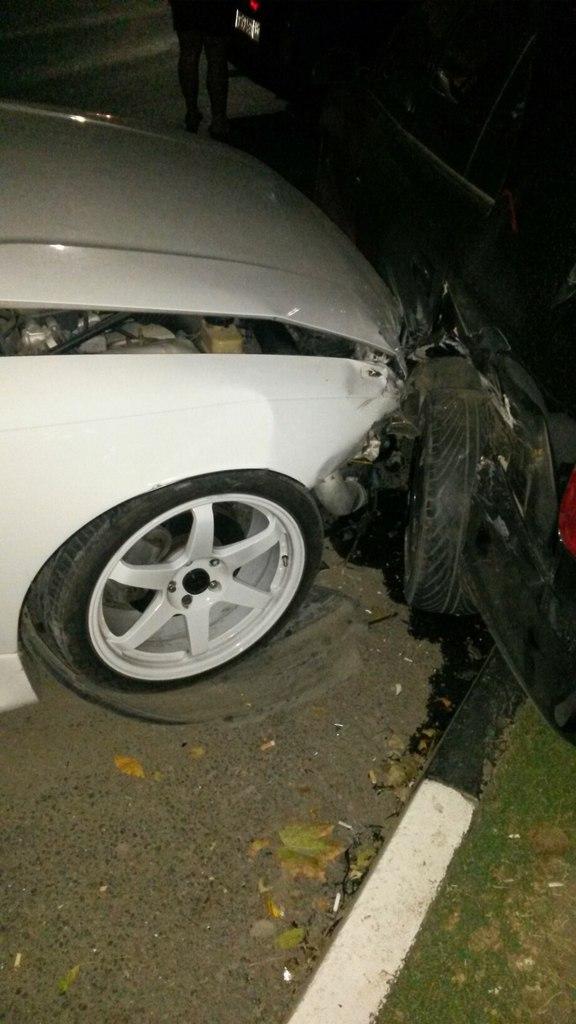В Таганроге на Петровской напротив «Ассорти» водитель Toyota Mark, дрифтуя, врезался в Hyundai Accent