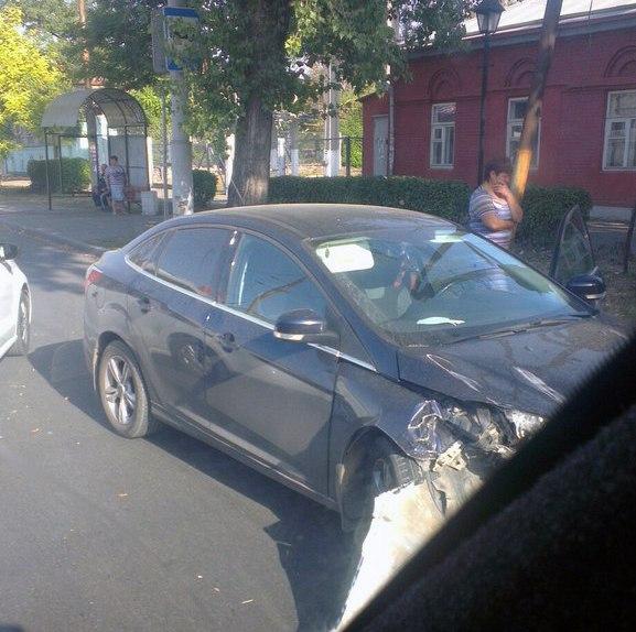 В центре Таганрога напротив Лавки Чехова произошло ДТП