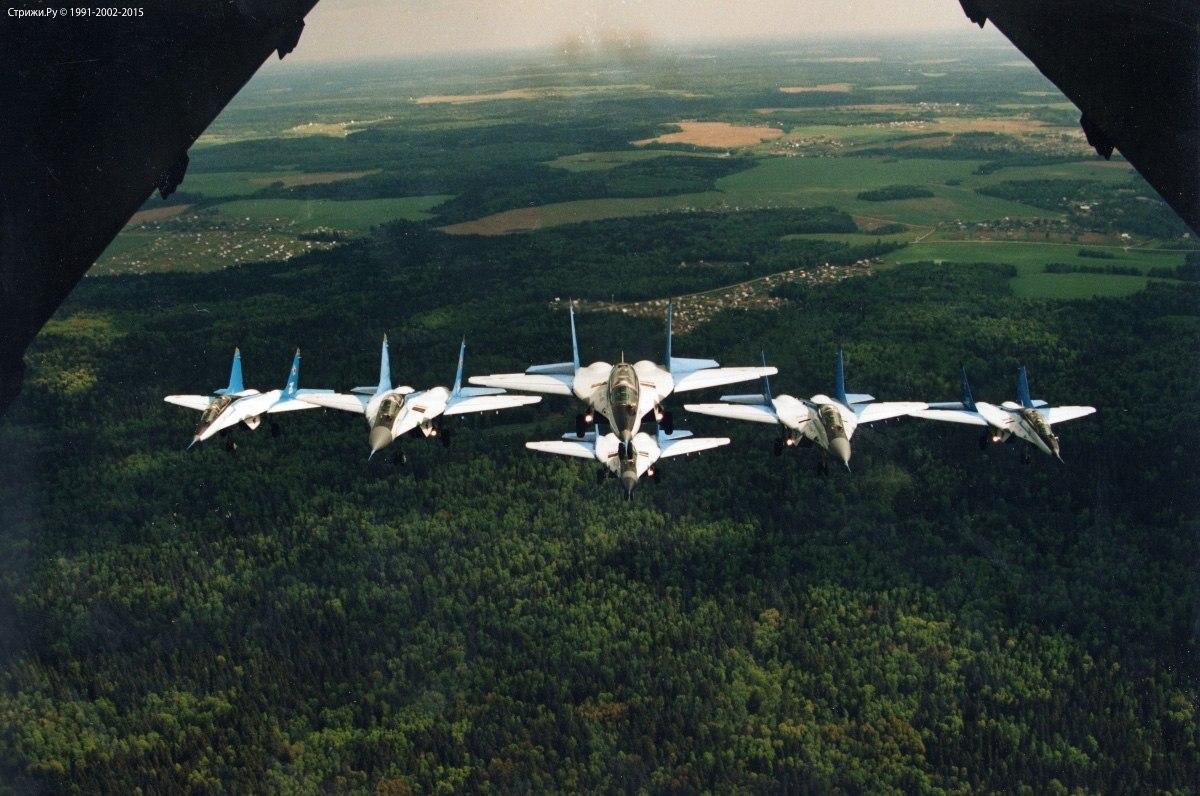 6 МиГ-29 Стрижей на пути в Швецию