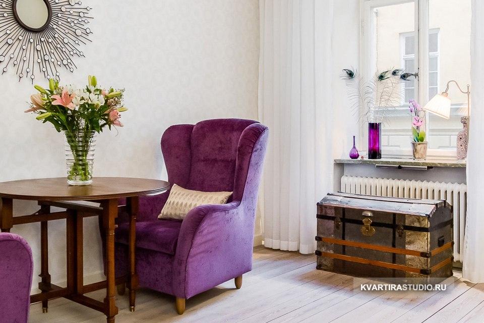 Сундук вместо журнального столика, подставки под ТВ или небольшой тумбы - модный интерьерный тренд и практичное решение (дополнительное место хранения) для небольшой квартиры.