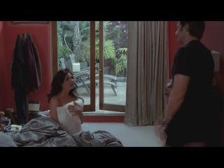 Эпизод Блудливая Калифорния голая женщина в спальне