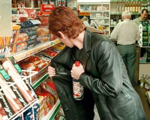 В Таганроге трое 19-летних ростовчан «обнесли» два продуктовых магазинах и скрылись на маршрутке