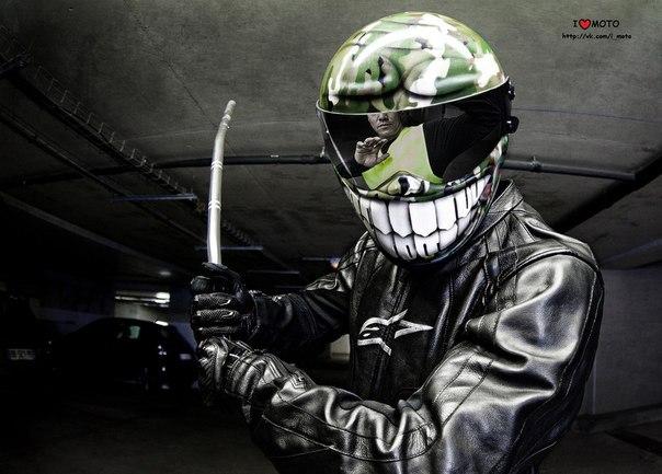 Фото на мотоцикле в шлеме на аву в