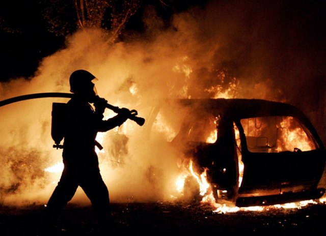 Сегодня утром в Таганроге сгорели сразу три автомобиля!