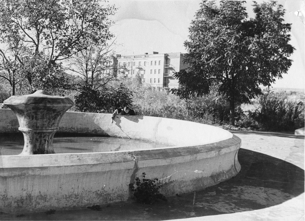 Фонтан на площади Ленина.