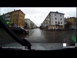 Пособие - как не надо ездить. ДТП удалось избежать. Снежинск 10 апреля 2015
