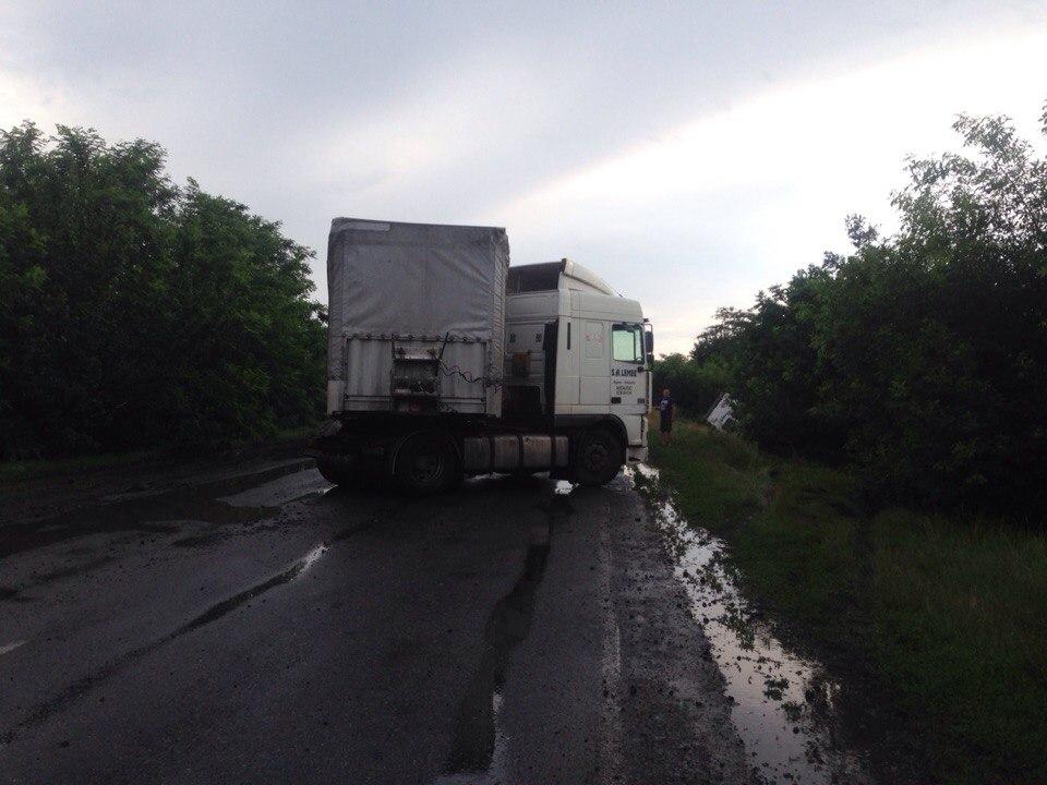ДТП на трассе Одесса-Рени: фура вылетела на встречку (фото, видео)