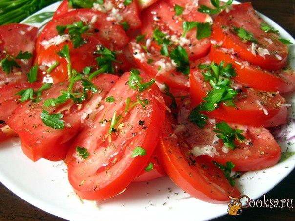 Быстрая закуска из помидоров Простая и быстрая в приготовлении, ароматная овощная закуска. Так же она отлично подходит к плову, шашлыку, запеченному мясу.