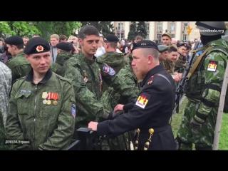 «Гиви» и «Моторола» встретились на Параде Победы 9 мая в Донецке.