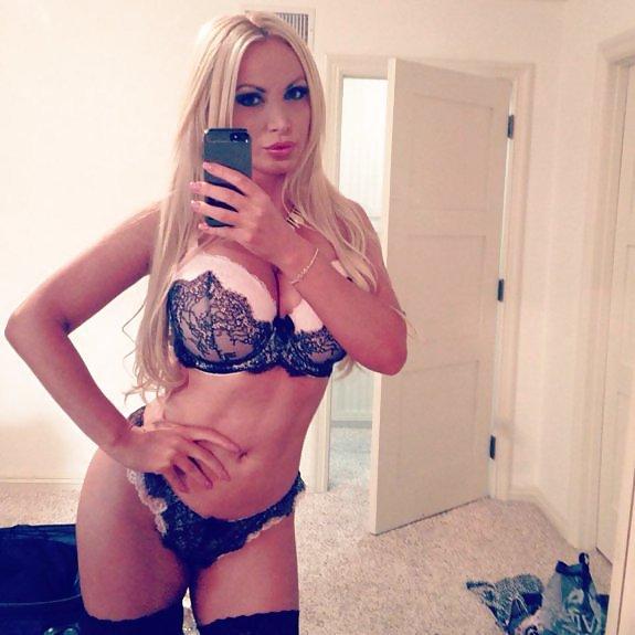 Blonde russische cutiepie Schlerin Cosplay necken