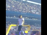 Harry just casually put a ballon in his shirt and pretended to be pregnant ... Gotta love him! (Cc: TheaQueen)