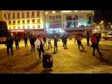г.Суйфэньхэ,танцы на площади 08 марта 2015 -Little Apple(小苹果)- Korean Beauty 韩国美女大跳小苹果