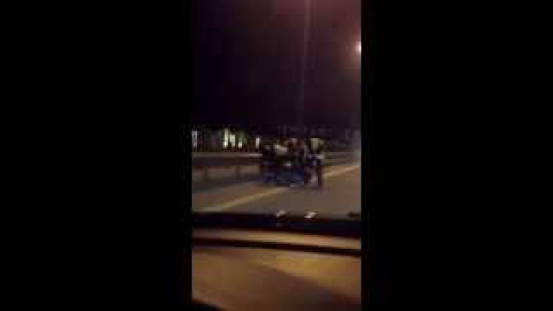 YPX motosikletçini Döyür