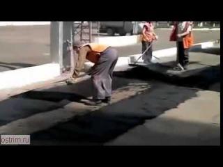 Смешное видео про ремонт дорог по-русски.