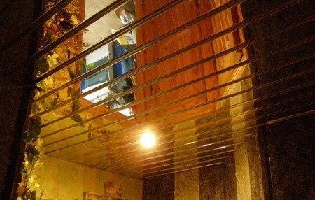 Изготовление подвесных зеркальных потолков в СПб