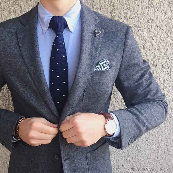 С чем носить серый мужской костюм
