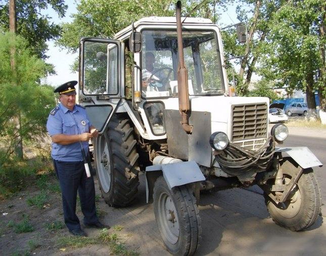 Под Таганрогом угнали трактор прямо с АЗС