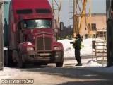 Улетное видео по-русски. Руки за голову!