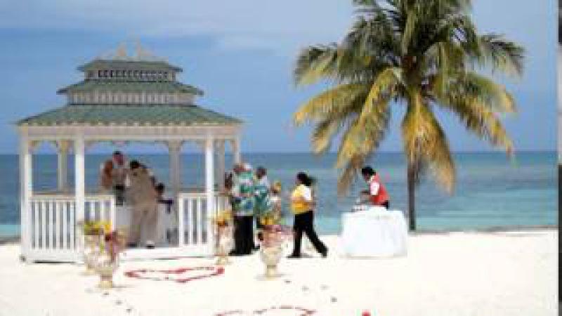 Romantic wedding on Cuban beach in Guardalavaca, East Cuba