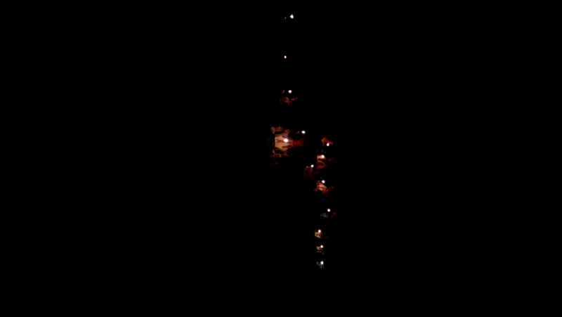 Композиція зі свічками виконує танцювальний колектив Фурор Хролинського СБК і всі учасники концерту.