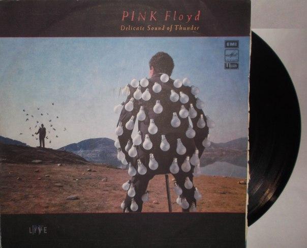 """Pink Floyd - Delicate Sound of Thunder (Side 3,4) Представляем вашему вниманию ещё одних """"Ветеранов Рока"""" """"Настоящий альбом представляет собой собрание """"лучших вещей"""" группы """"Pink Floyd"""" 70-х годов и примерно половину программы """"Мгновенное помутнение рассудка"""". По-разному встреченный критикой и публикой, он всё же дает достаточно полное представление о творческом пути одной из самых влиятельных рок-групп в истории современной популярной музыки."""" - Д.Ухов 1988 ( #PinkFloyd #DelicateSoundOfThunder #ВетераныРока #LP)"""