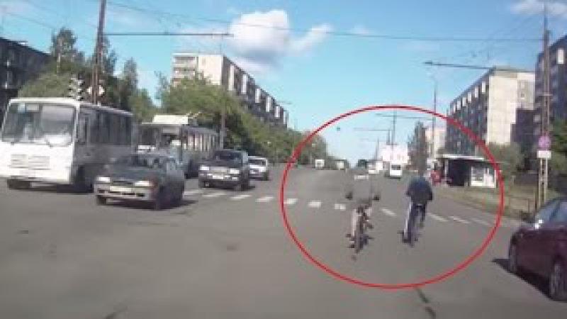Деточки на велосипедиках / Children on bicycles / Kinder auf Fahrrädern [vzames] 298