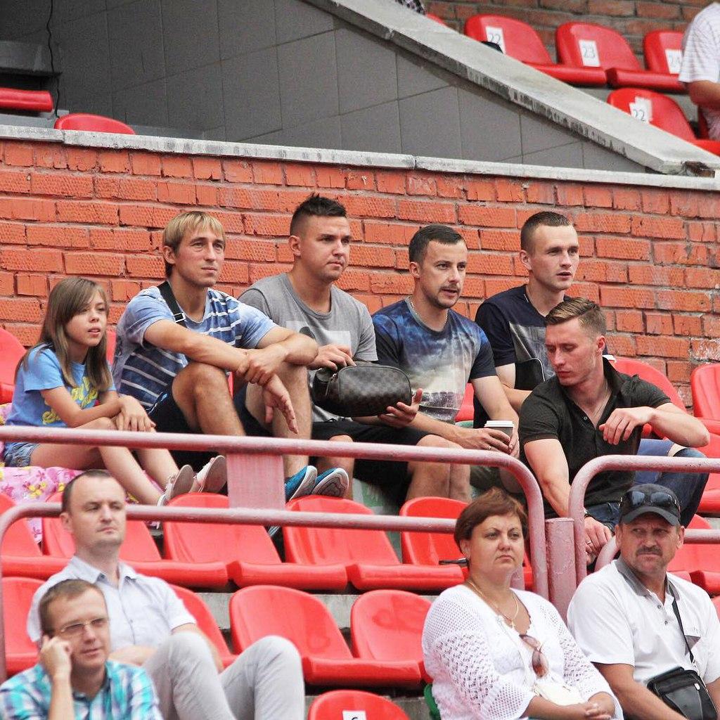 Игра проходила под присмотром игроков основного состава ФК