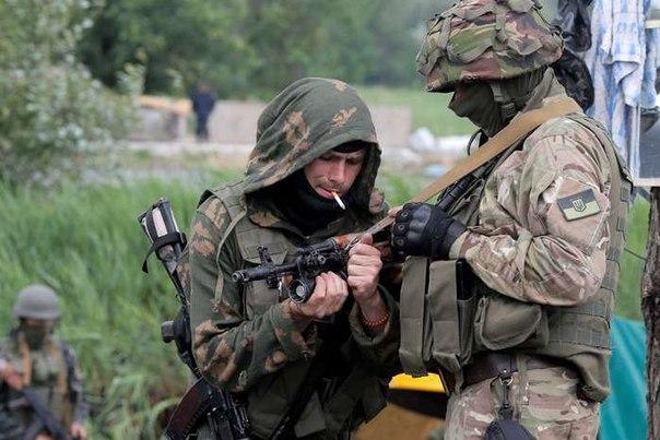 В районе Широкино шел бой, а под Луганском террористы имитировали отвод тяжелого вооружения, - Тымчук - Цензор.НЕТ 4198