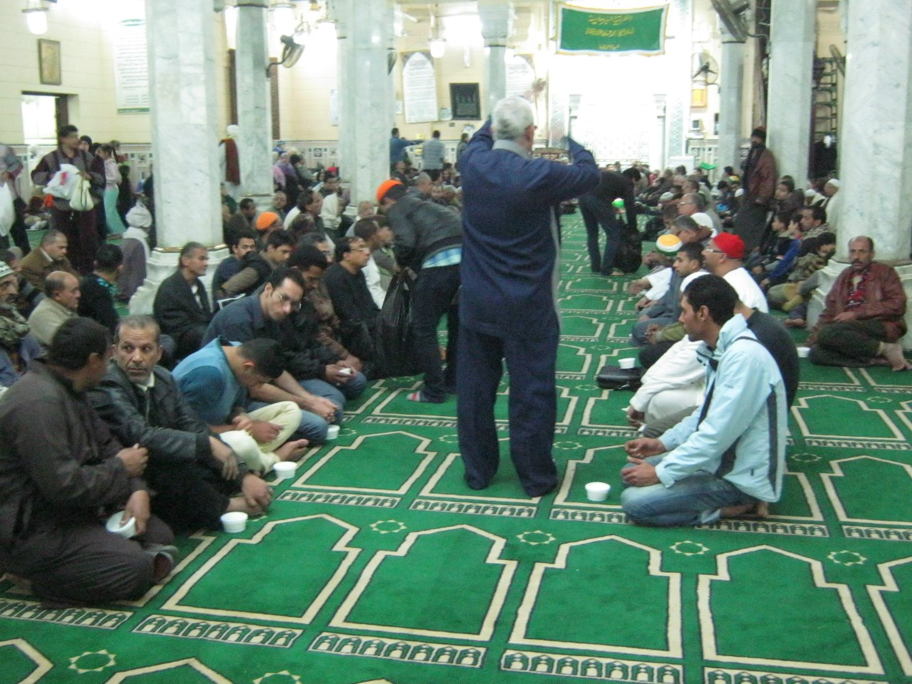 трапеза в мечети после зикра