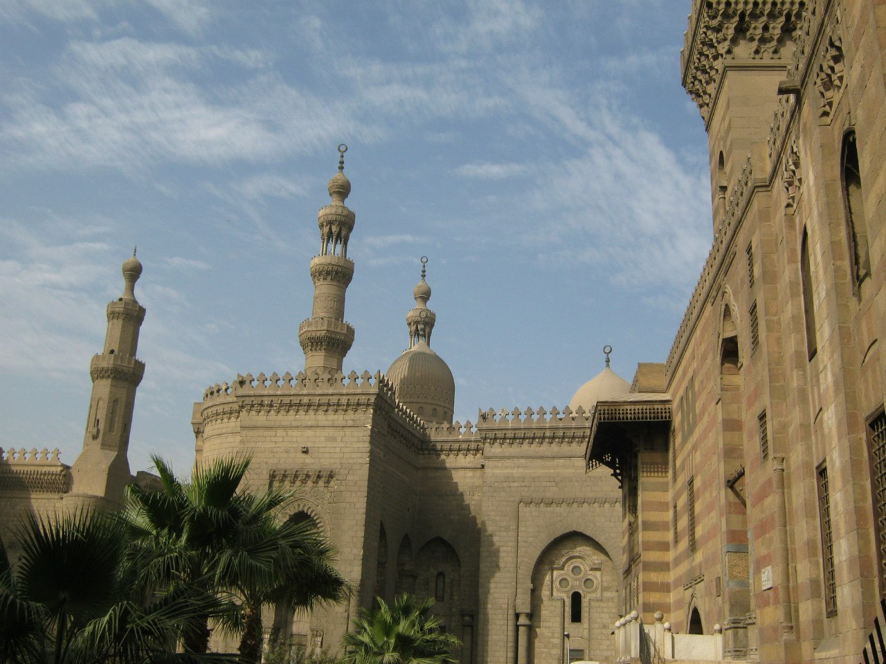 В Каире полно старых мечетей