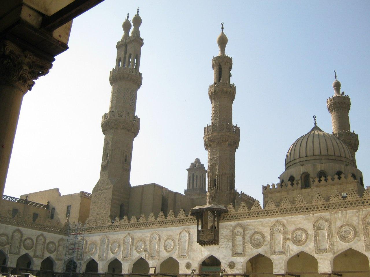 двор мечети Каира