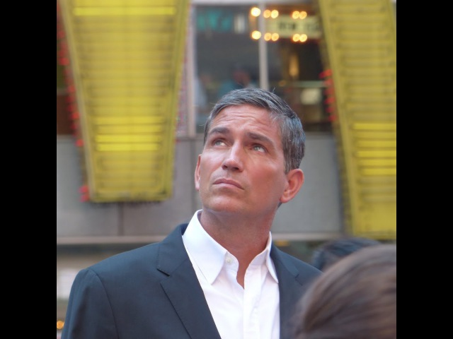 Jim Caviezel filming S5 Person of Interest in Times Square