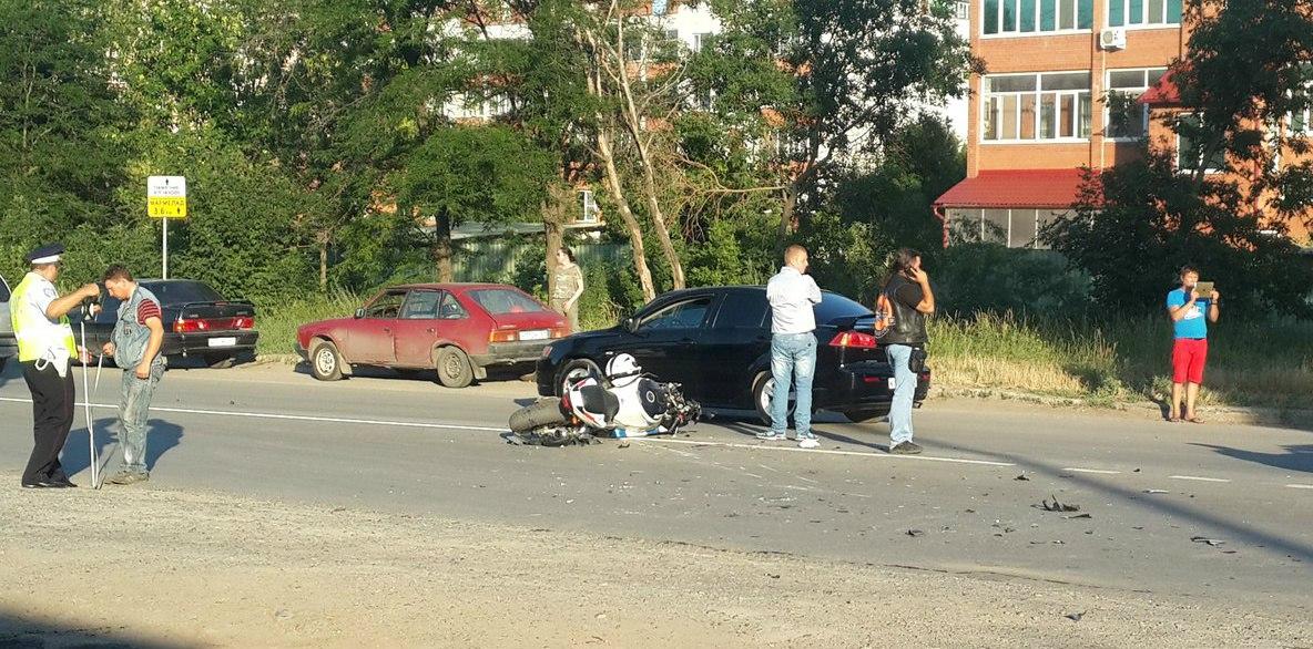 В Таганроге на Мариупольском шоссе мотоциклист попал в ДТП