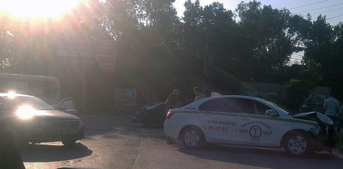 В Таганроге произошло очередное ДТП с участием такси