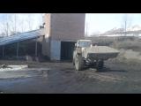 Погрузка золы трактором Т 150 в ЗИЛ 130
