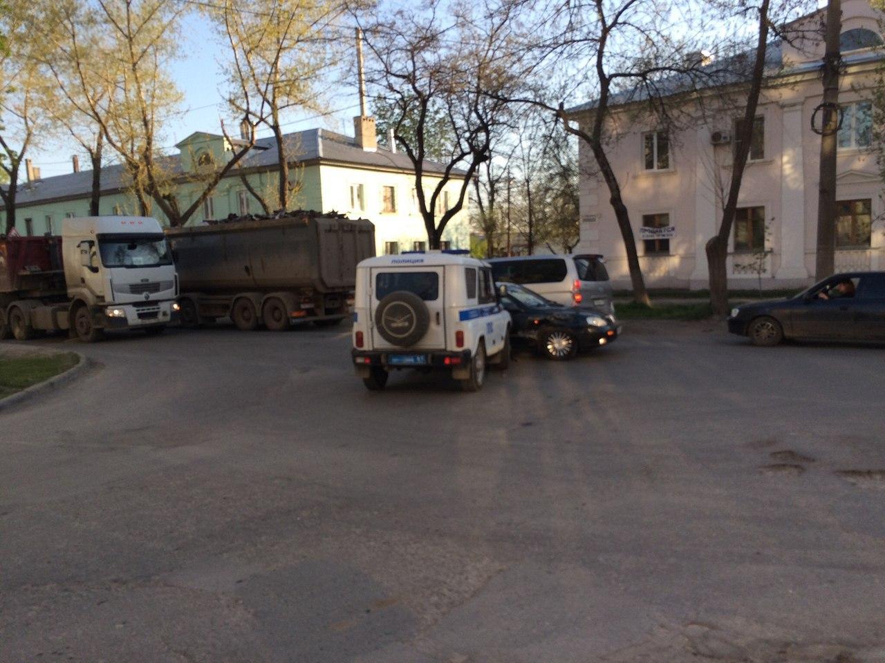 В Таганроге на улице Бабушкина автомобиль ППС столкнулся с иномаркой