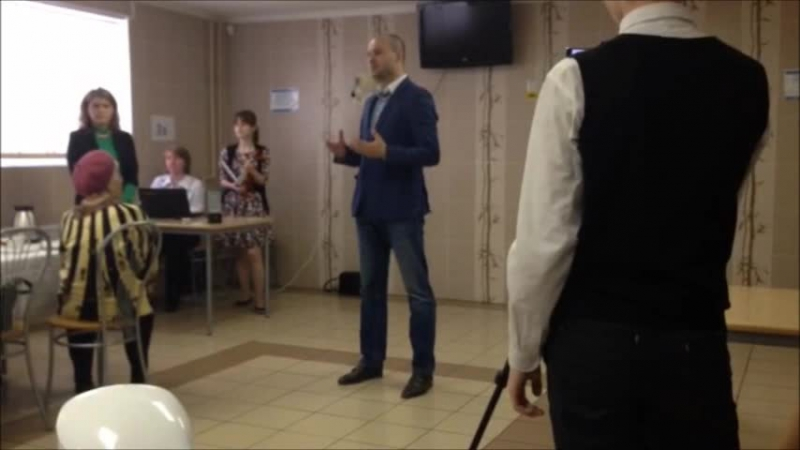 Глава МО Ивановский Владимир Киясов поздравляет ветеранов в школе № 336