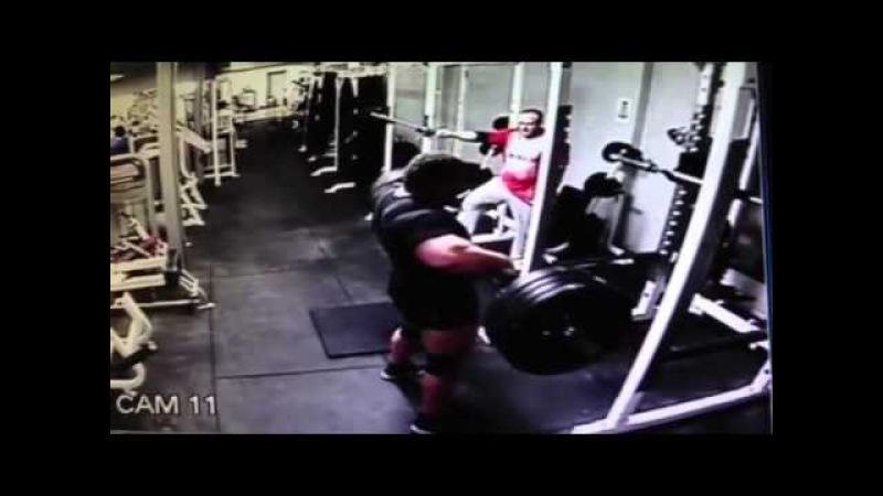 Эд Холл, подъём на грудь и строгий жим акселя - 200 кг, видео 2014 года!