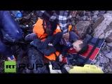 Греция: 150 беженцев спас после лодка тонет у берегов Лесбос.