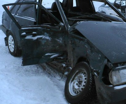 ДТП на трассе «Ростов-Таганрог»: под Пятихатками Volkswagen Golf столкнулся с «ВАЗ-21099»