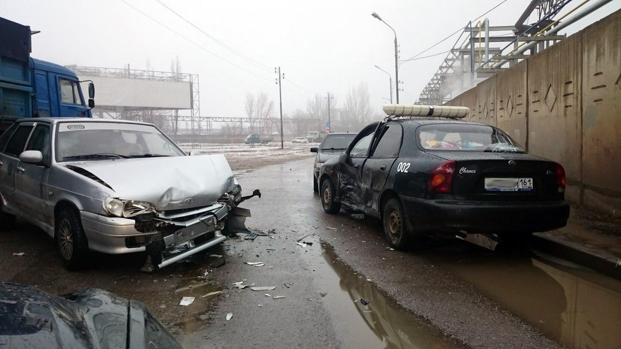 В Таганроге «ВАЗ-2114» столкнулся с автомобилем ЧОПа