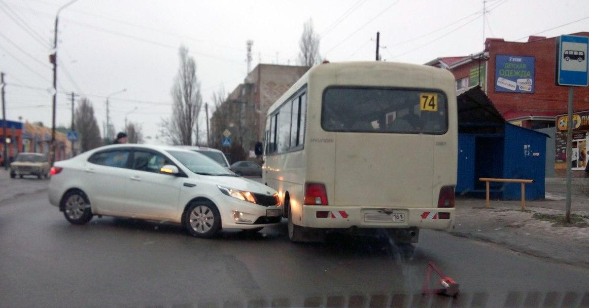 В Таганроге иномарка столкнулась с 74-ой маршруткой