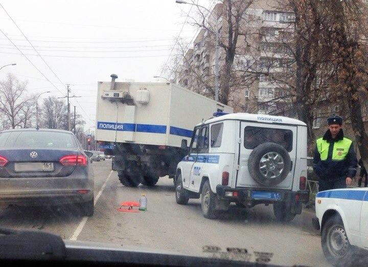 В Таганроге напротив тюрьмы Hyundai Accent заехал под автозак