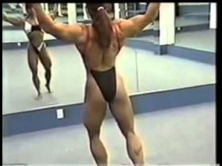 Yvonne Vasquez : Gym, posing and beach